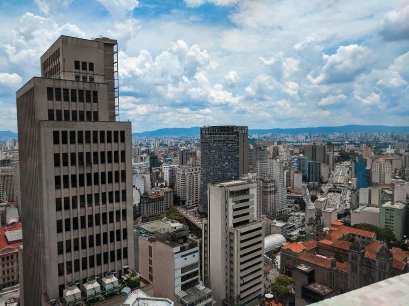 Vista do 26º andar do Farol, com o edifício Mirante do Vale ao fundo