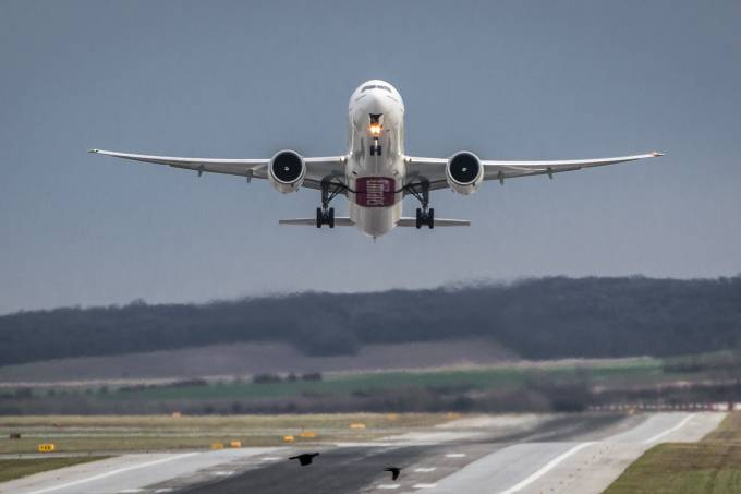 aircraft-1555434_1920
