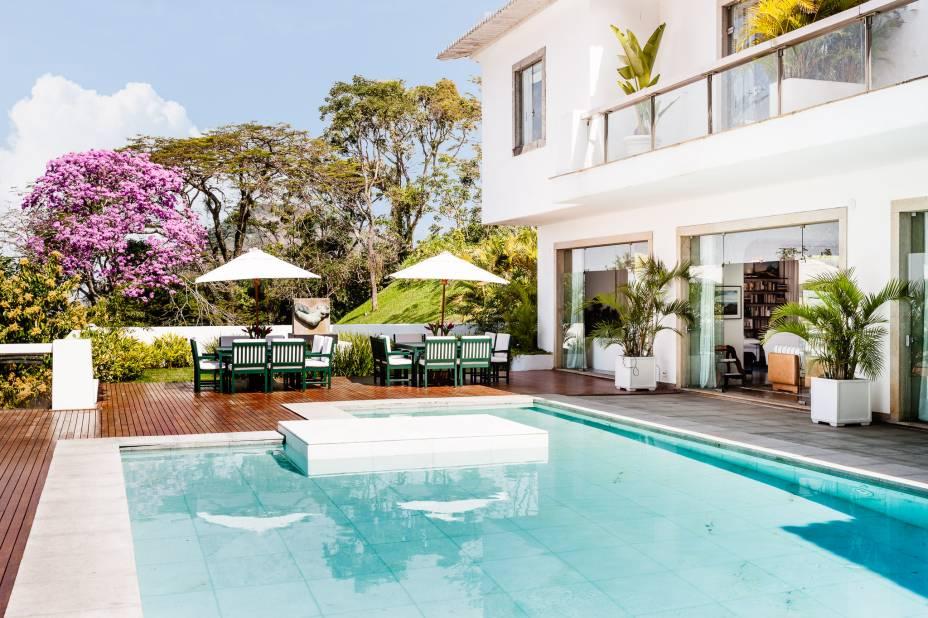 A piscina é atração para hóspedes e visitantes em day use