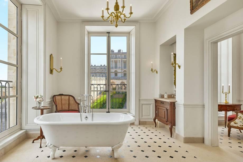 As vistas para os jardins do Palácio de Versalhes são um dos atributos dos quartos