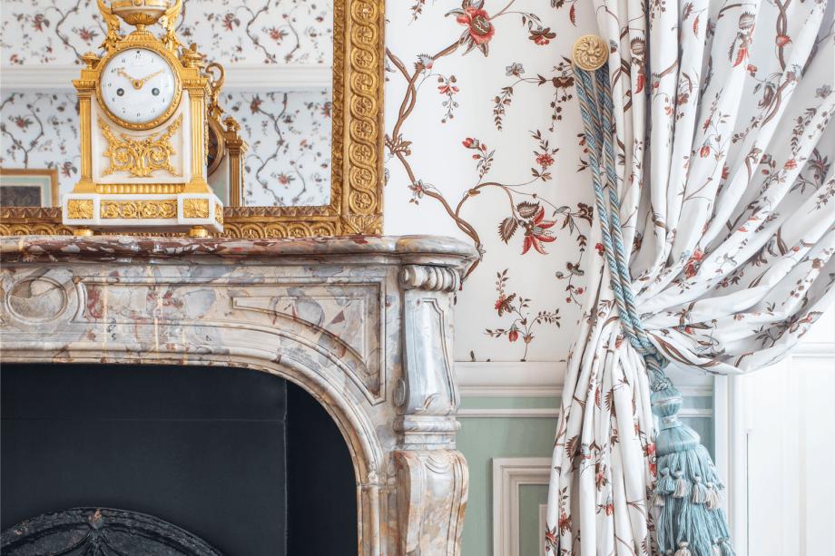 Apesar de terem sido reformados, os quartos mantém inspiração na decoração da época do Rei Sol