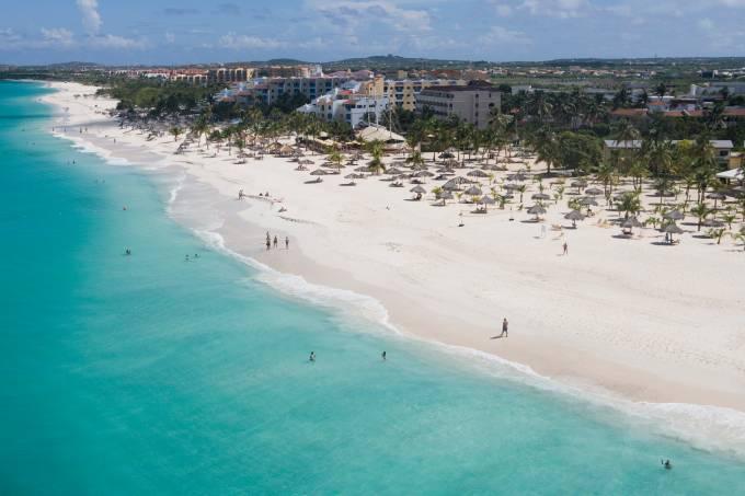 Eagle Beach, uma das praias urbanas de Aruba