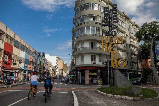 Placa de boas vindas do bairro Bom Retiro na entrada da Rua José Paulino