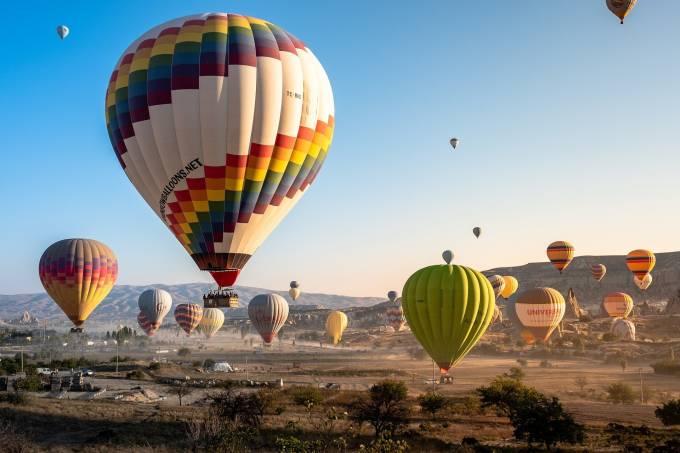 hot-air-balloons-4561267_1920
