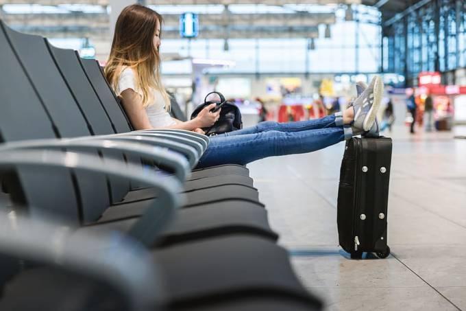 Adolescente-no-aeroporto