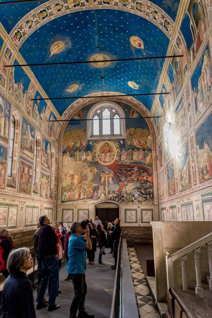 Afrescos dentro da Capella degli Scrovegni, em Pádua, na Itália