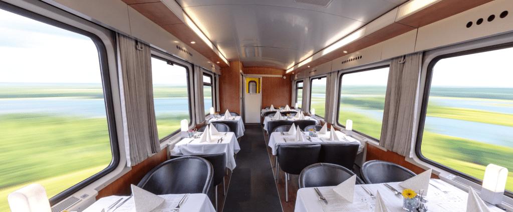 Restaurante dentro do trem noturno da RegioJet
