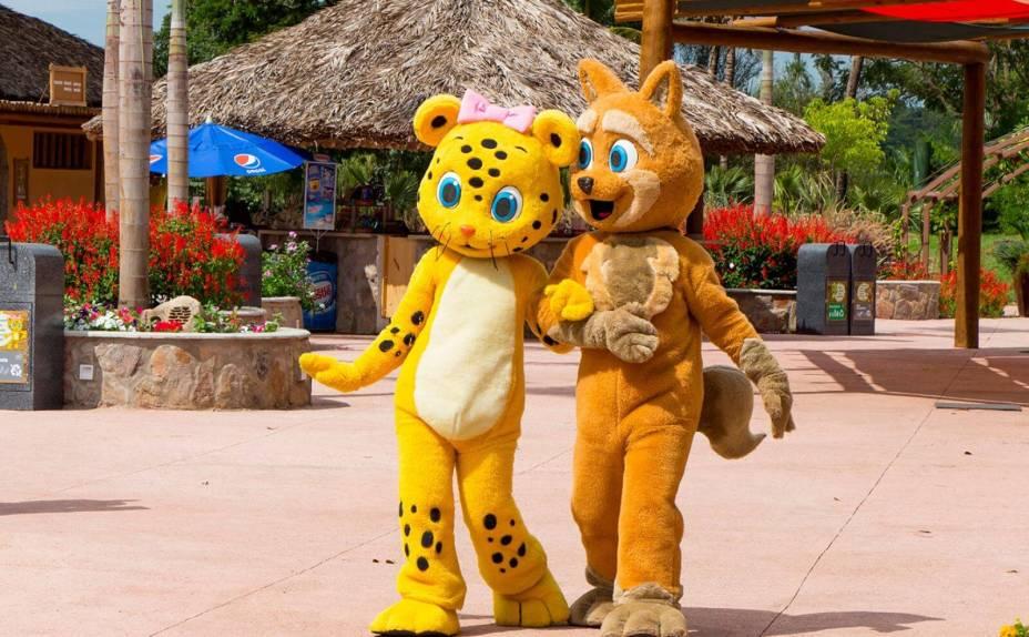 O Hot Park costuma receber a visita dos personagens da Turminha da Zooeira, que tiram foto com as crianças.
