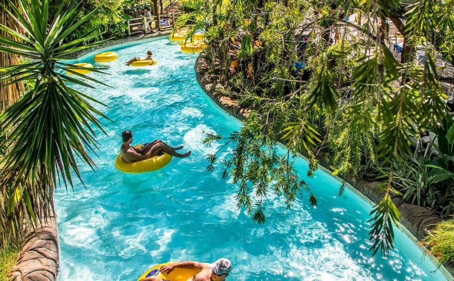 Atração tranquila para todas as idades, o Lazy River é uma leve correnteza de água que carrega os visitantes deitados em bóias.