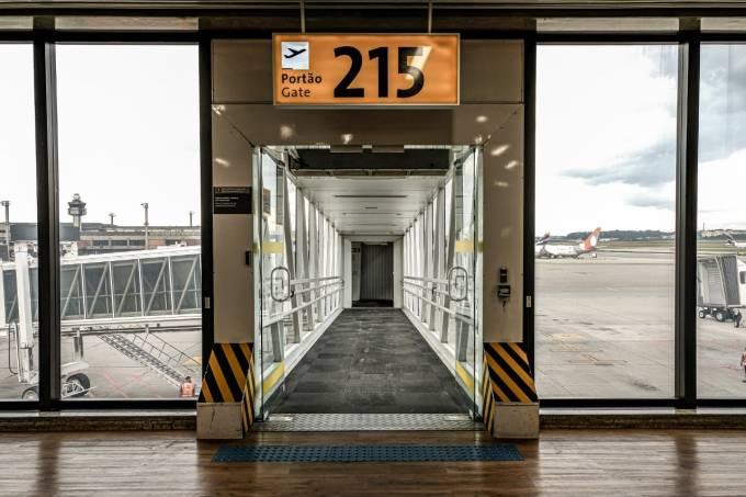 Portão de embarque no Aeroporto Internacional de Guarulhos, São Paulo