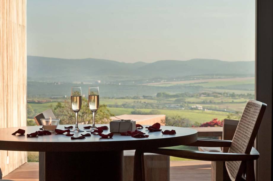 O hotel conta com 39 quartos, todos com vista para o lago da fazenda