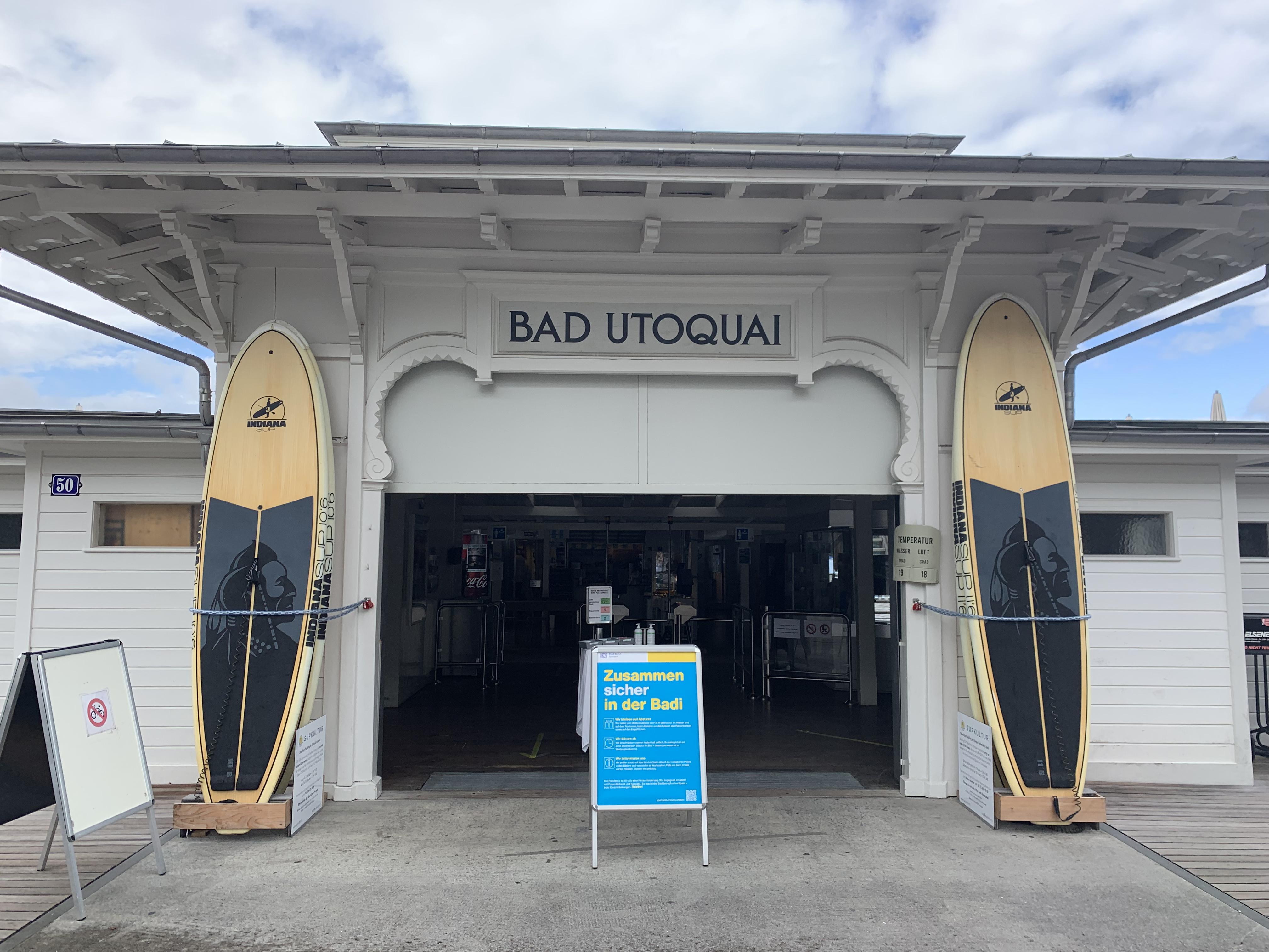 Entrada do Seebad Utoquai, um dos banhos públicos mais clássicos da cidade