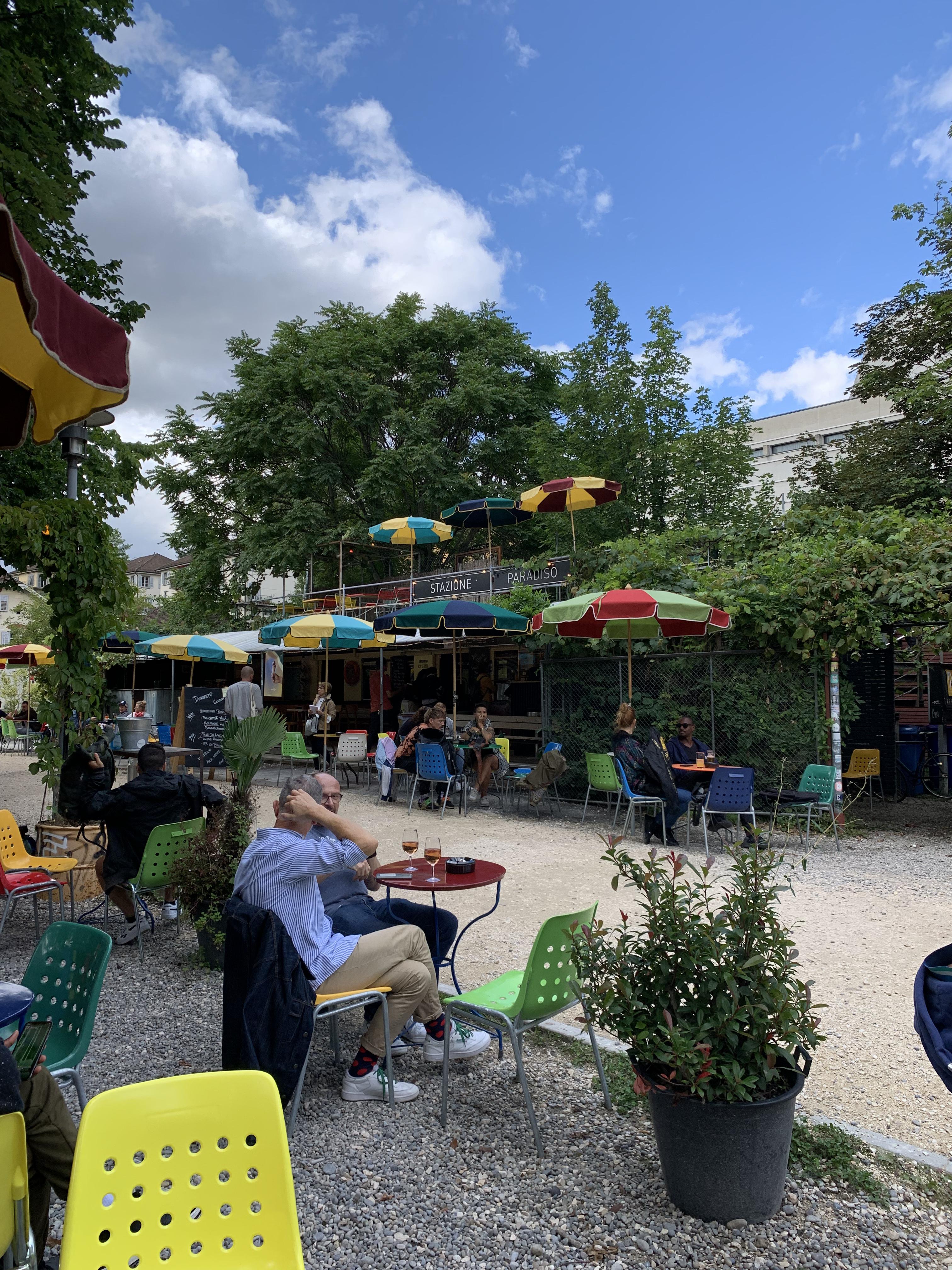 Stazione Paradiso: pausa para um café ao ar livre na Berlim de Zurique
