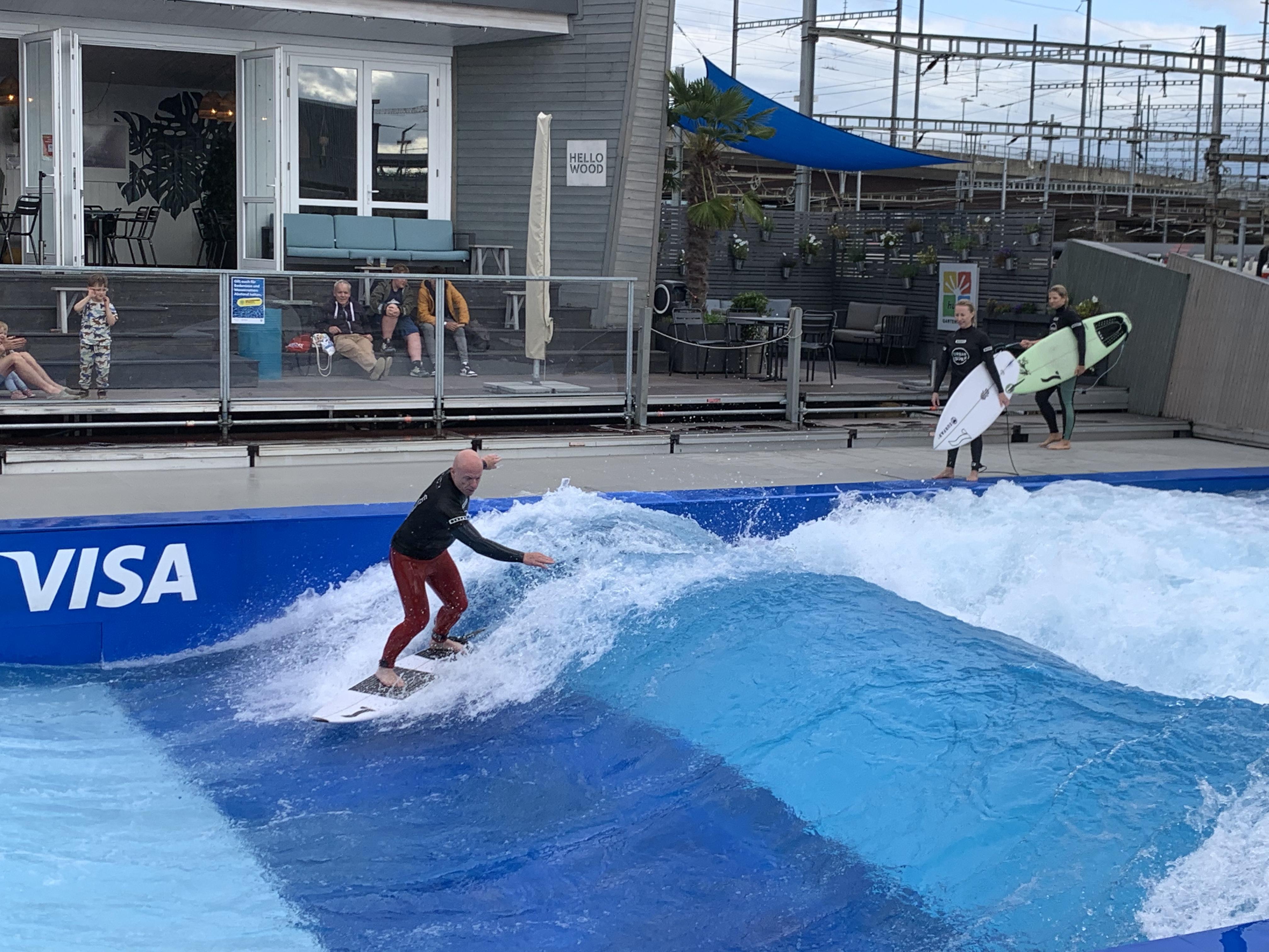 Urban Surf: para pegar onda ou tomar um drink vendo os tombos