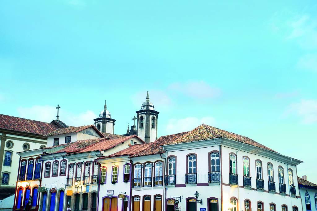 Casario na Praça Tiradentes, em Ouro Preto, Minas Gerais