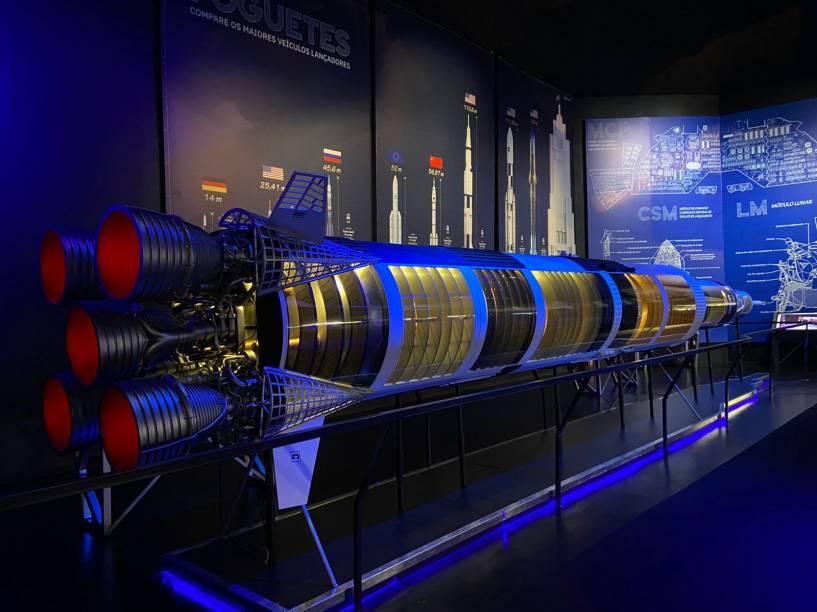 Réplica do foguete Saturn V - em tamanho reduzido, é claro