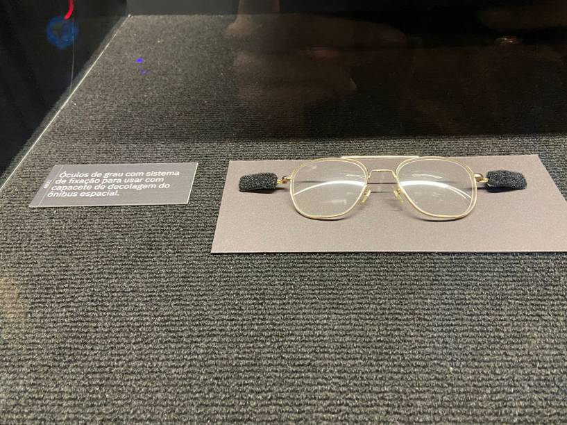 Como impedir os óculos de voarem durante a decolagem? Velcro!