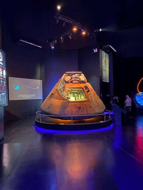 Réplica da cápsula da Apollo 11. Pena que nessa não se pode entrar como na do Kennedy Space Center... Crédito: