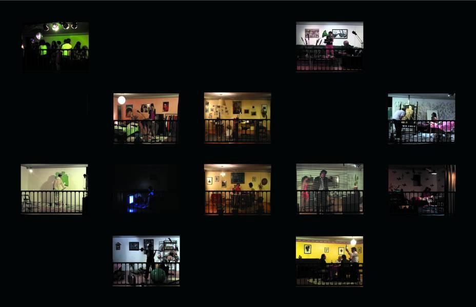 """Na obra """"The View"""" o visitante observa pela persiana de uma janela a rotina de uma vizinhança fictícia"""